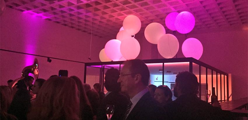 RENÉSIM Store Opening Lichtinsallation