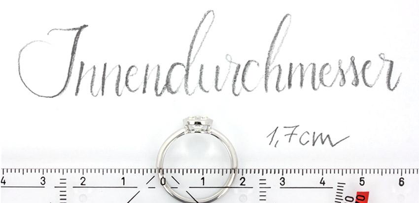 Für die richtige Ringgröße des Verlobungsrings einfach den Innendurchmesser eines gut sitzenden Rings ausmessen.