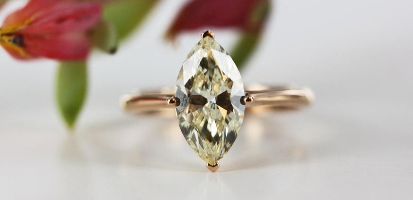 RENÉSIM Verlobungsring in 18-karätigem Roségold mit einem 2-karätigen Diamanten im Marquise-Schliff